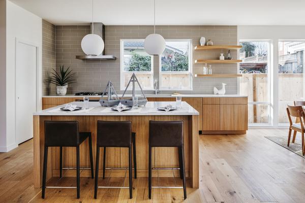 Cocina de isla de madera