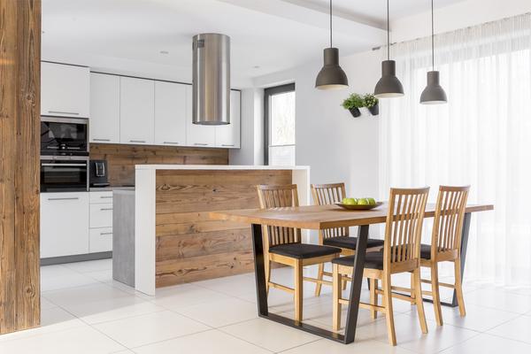 Cocina moderna de madera con blanco