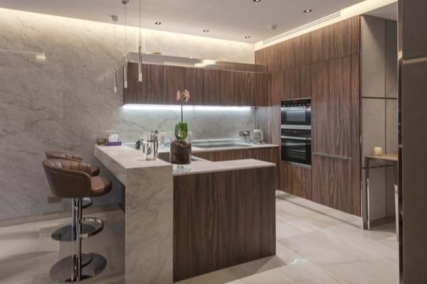 cocina moderna oscura